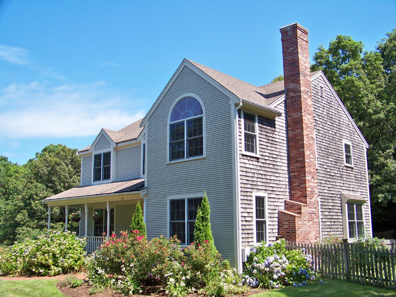 Colonial with Association Beach, East Sandwich MA Single Family Home - Cape Cod Real Estate