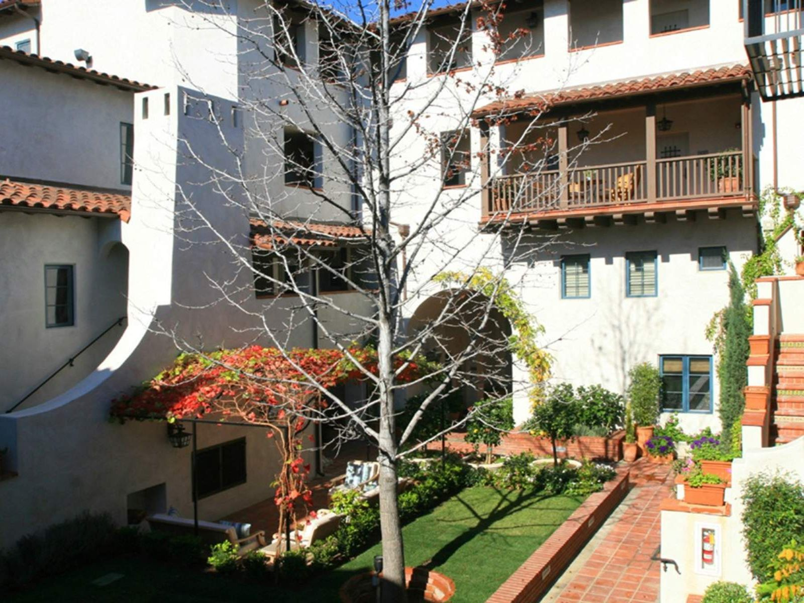 Courtyard Living - Playhouse District