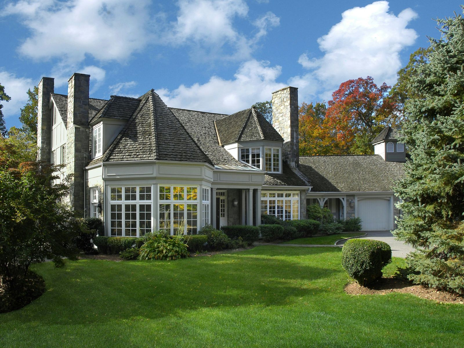 Country Privacy, Greenwich CT Single Family Home - Greenwich Real Estate