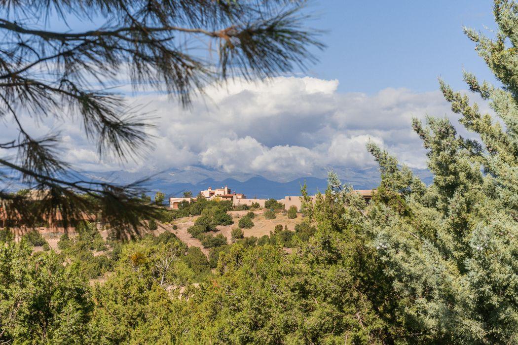 16 Lluvia De Oro Santa Fe, NM 87506