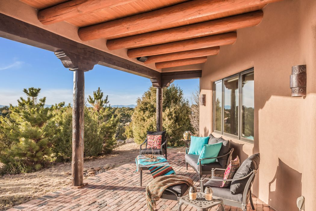25 Honeysuckle Circle Santa Fe, NM 87506