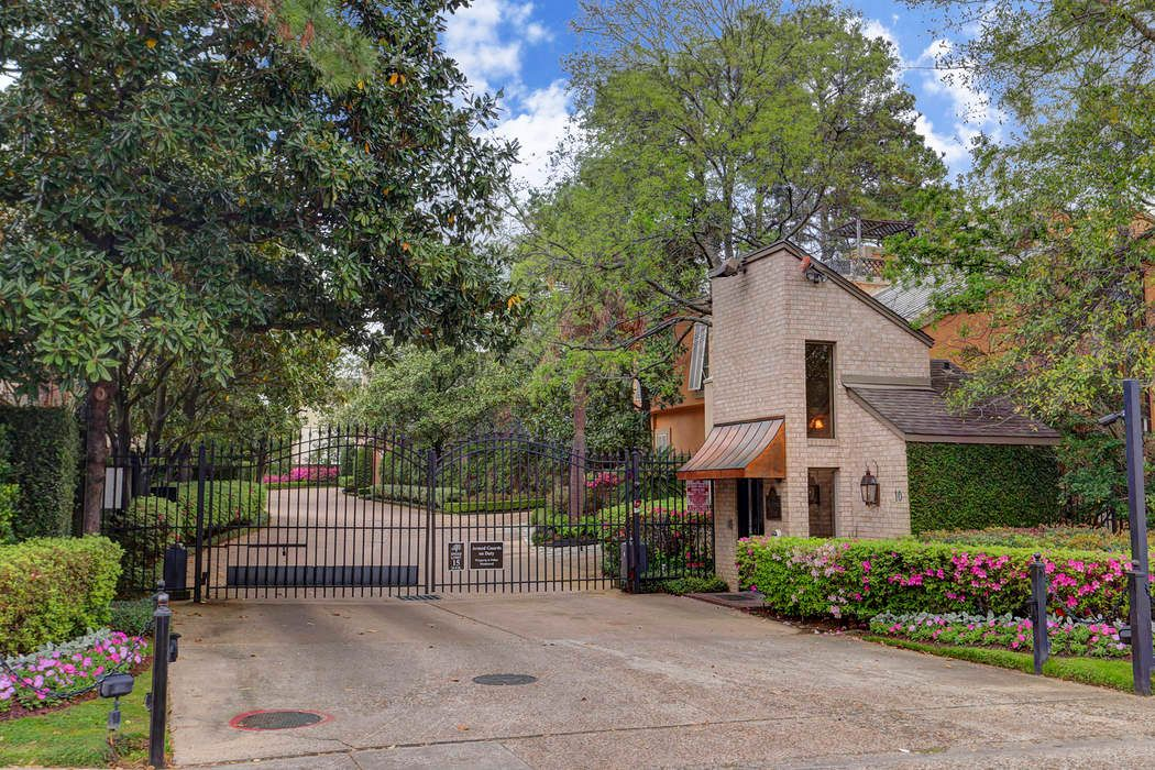 10 South Briar Hollow Lane Houston, TX 77027