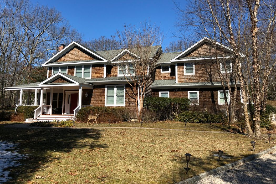 15 Fairview Drive East Hampton, NY 11937