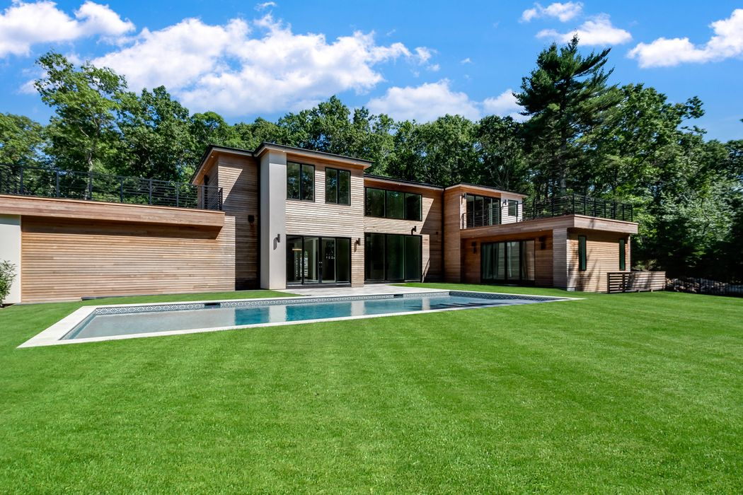 6 Colony Court East Hampton, NY 11937