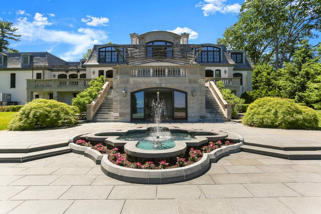 136 Field Point Circle Greenwich, CT 06830