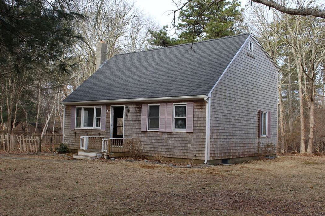 49 Pin Oak Circle West Tisbury, MA 02575