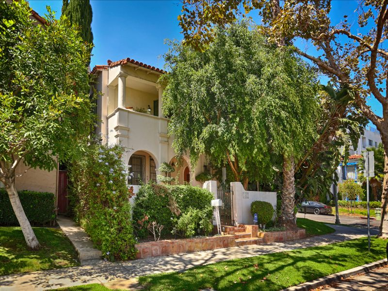 Furnished Luxury Lease in Beverly Hills