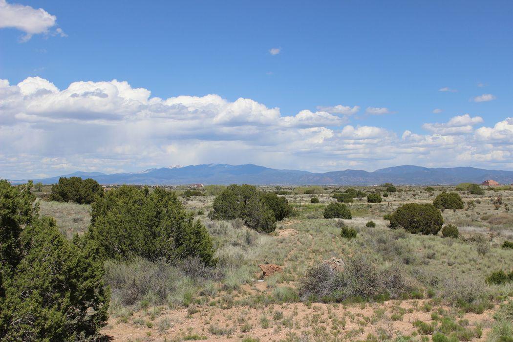 17 Calle Capulin Santa Fe, NM 87507