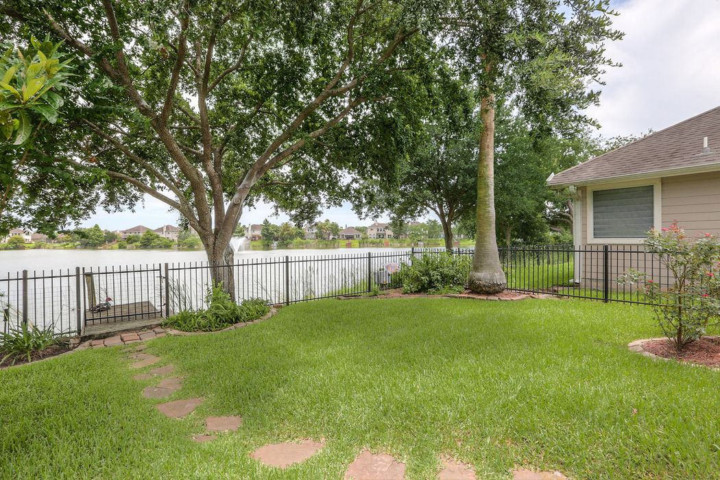 1618 Pebble Banks Lane Seabrook, TX 77586