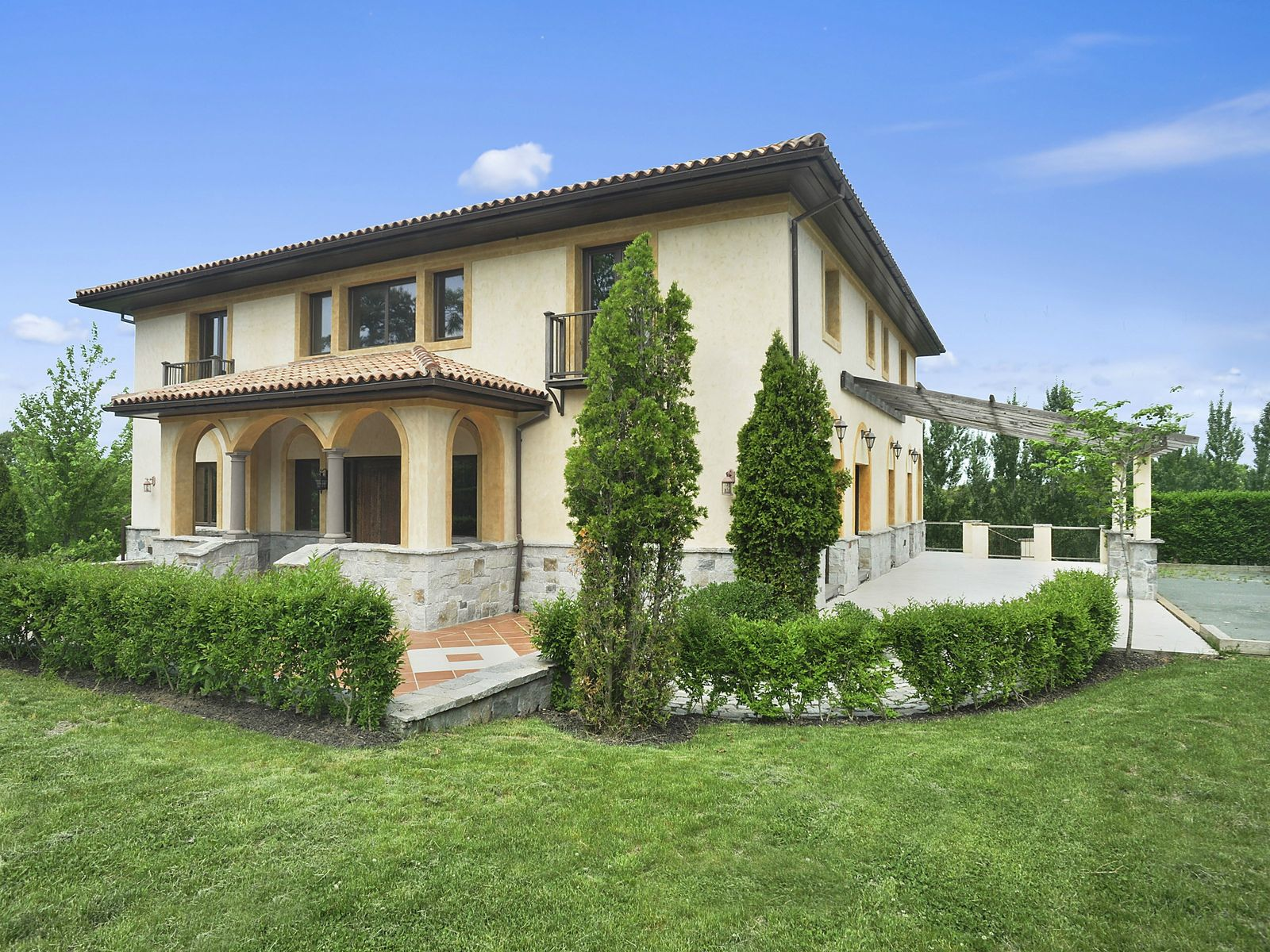 Glorious Tuscan Villa in Sag Harbor, Sag Harbor NY Single Family Home - Hamptons Real Estate
