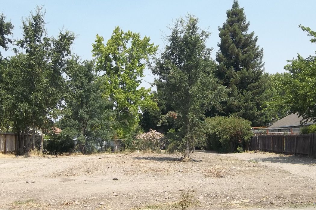 Buildable Lot Near Plaza