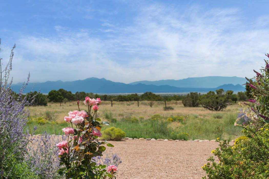 79 Droege Rd Santa Fe, NM 87508