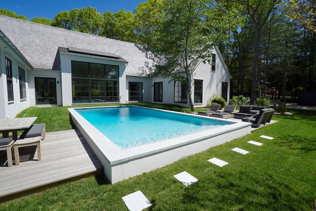 40 Wireless Rd East Hampton, NY 11937