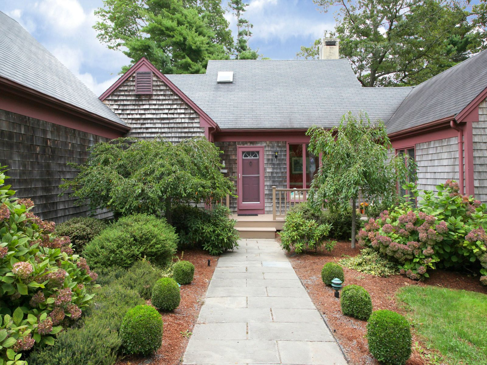 Mystic Lake Casual Elegance, Marstons Mills MA Single Family Home - Cape Cod Real Estate