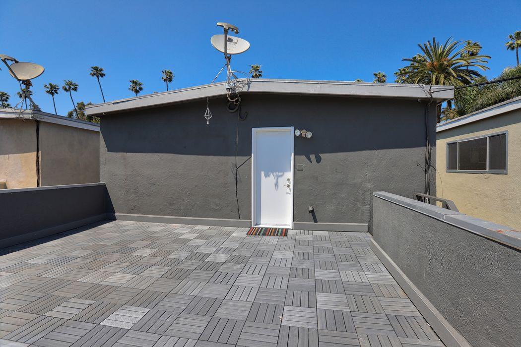 2523 1/2 Abbot Kinney Boulevard Venice, CA 90291