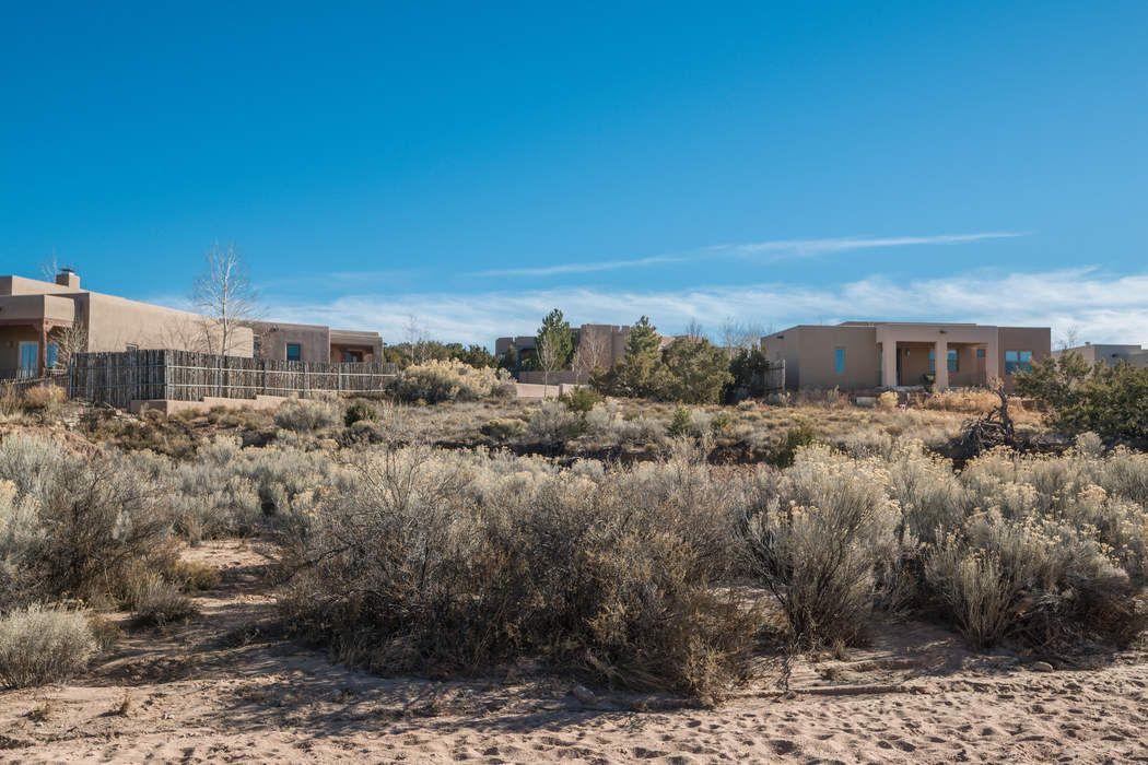 37 Arroyo Privado Santa Fe, NM 87507