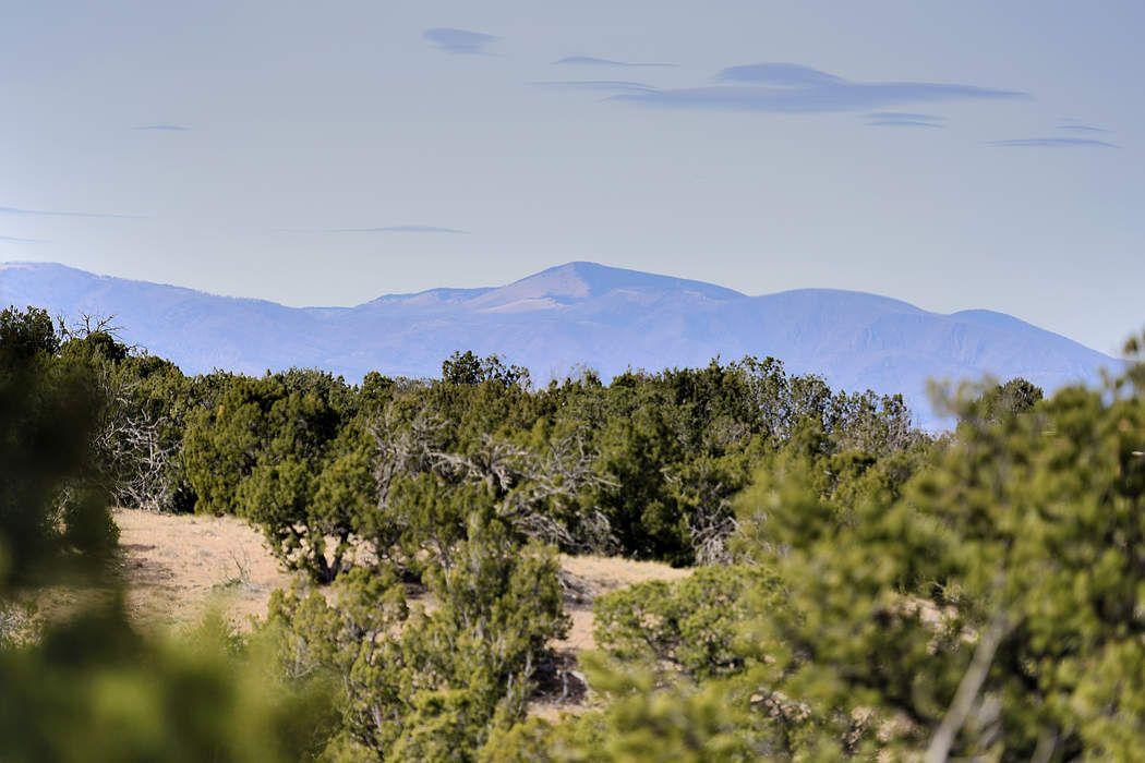 122 Estrada Redonda Santa Fe, NM 87506