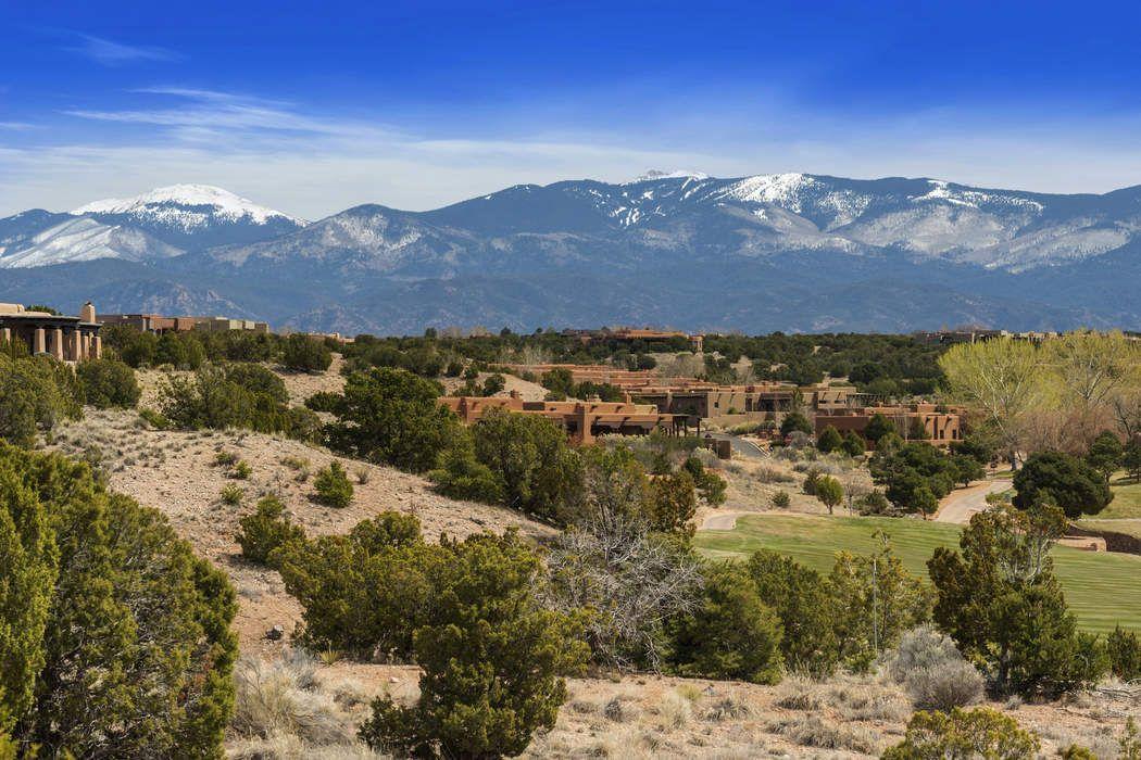 12 Calle Cimarron Santa Fe, NM 87506