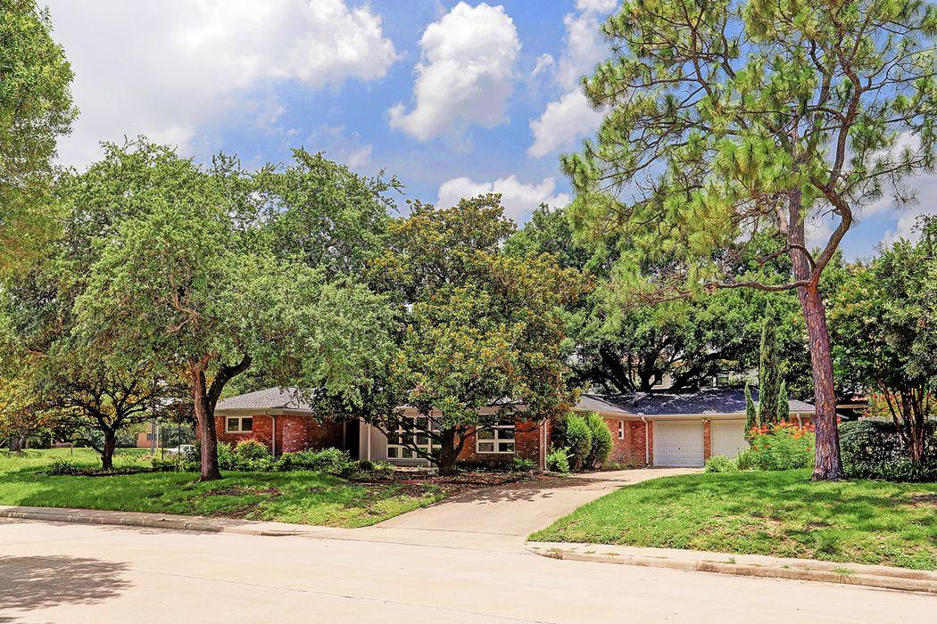 8426 Braes Boulevard Houston, TX 77025