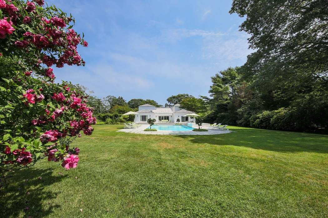 Mid Century Georgica Estate East Hampton, NY 11937