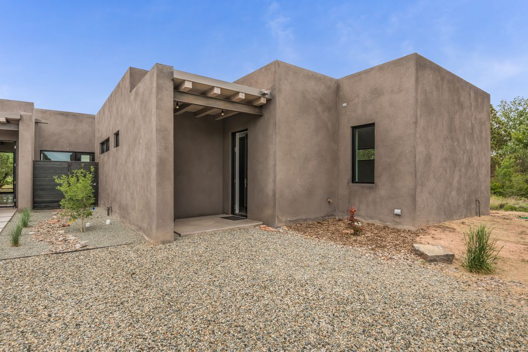 206 E. Barcelona Road Santa Fe, NM 87505