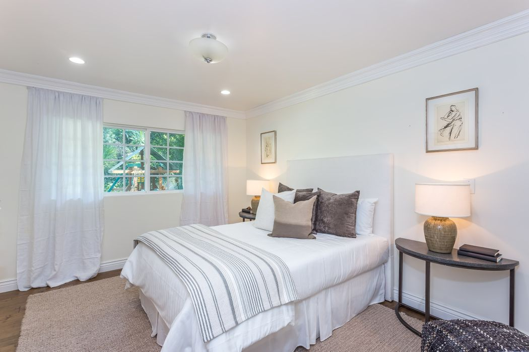 2132 Castle Heights Avenue Los Angeles, CA 90034