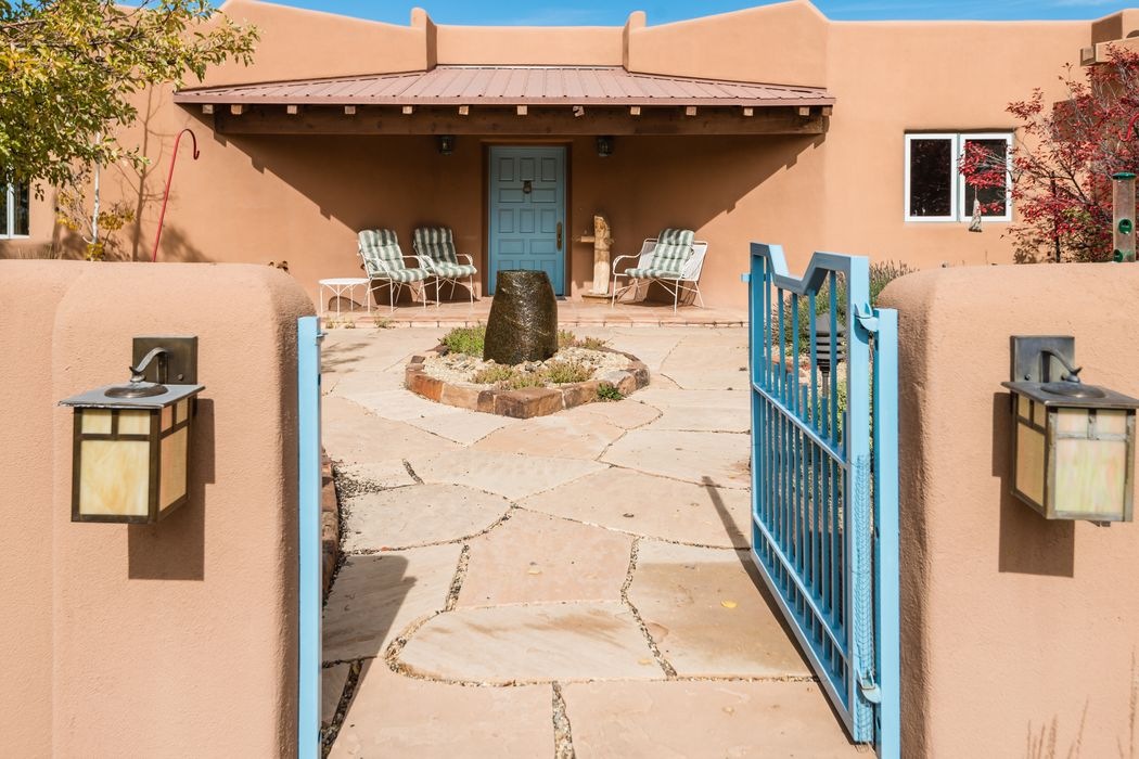 27 Blue Jay Drive Santa Fe, NM 87506
