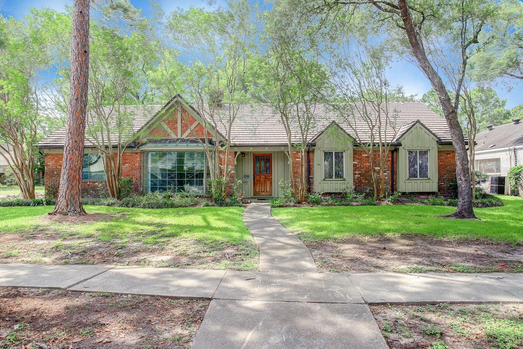 5223 Ariel Street Houston, TX 77096