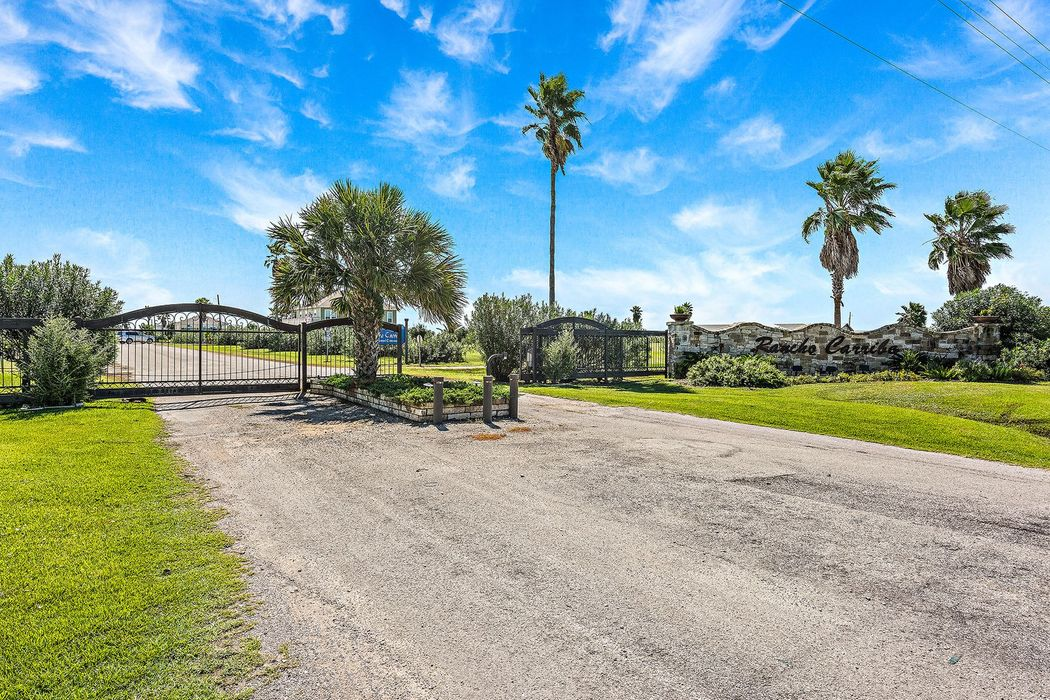 895 Rancho Carribe Drive Crystal Beach, TX 77650