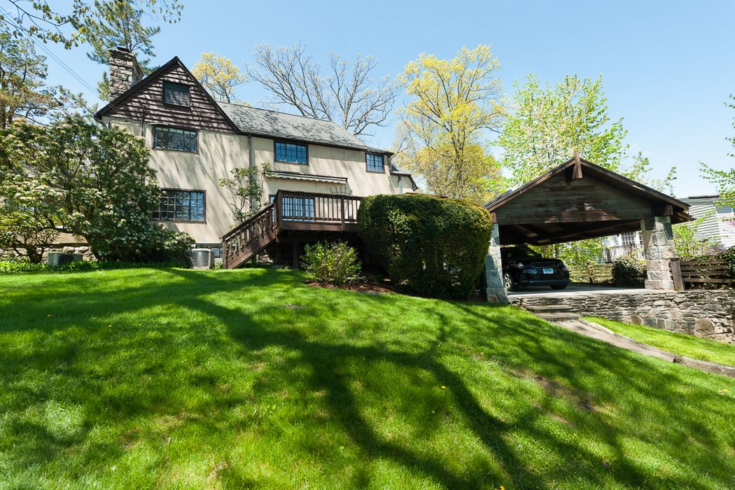 56 Wesskum Wood Road Riverside, CT 06878