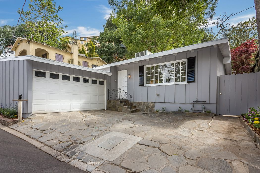 8821 Lookout Mountain Avenue Los Angeles, CA 90046