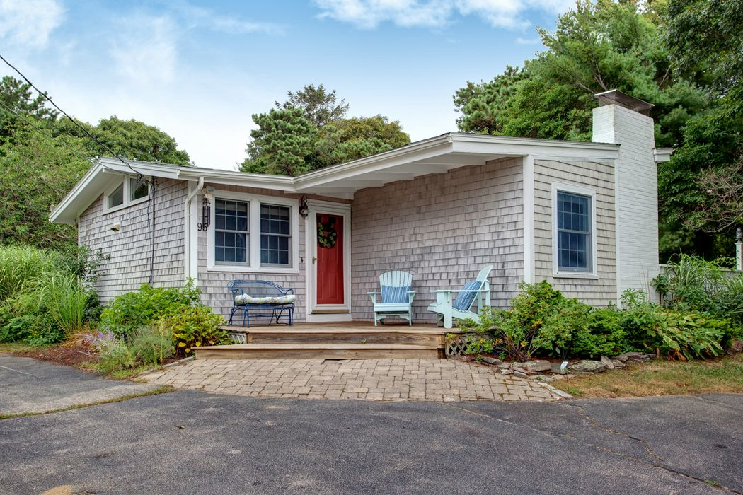 95 Weston Road, North Falmouth