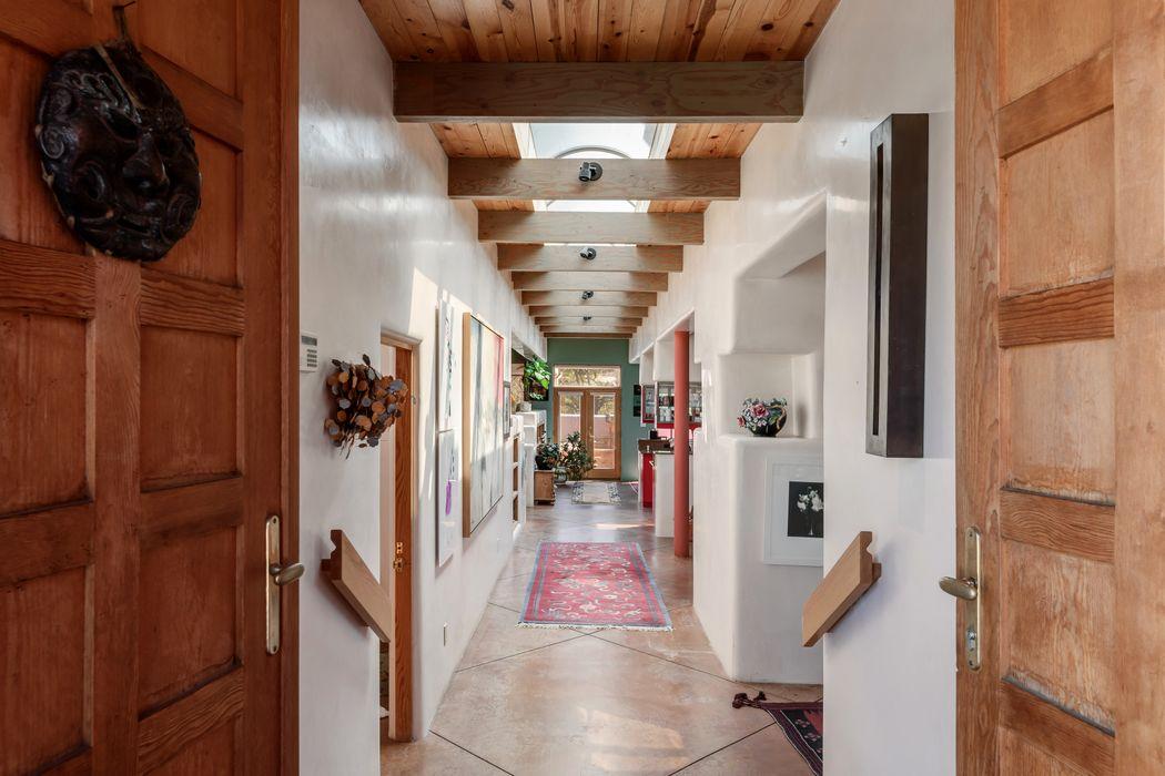 9 Altazano Drive Santa Fe, NM 87505