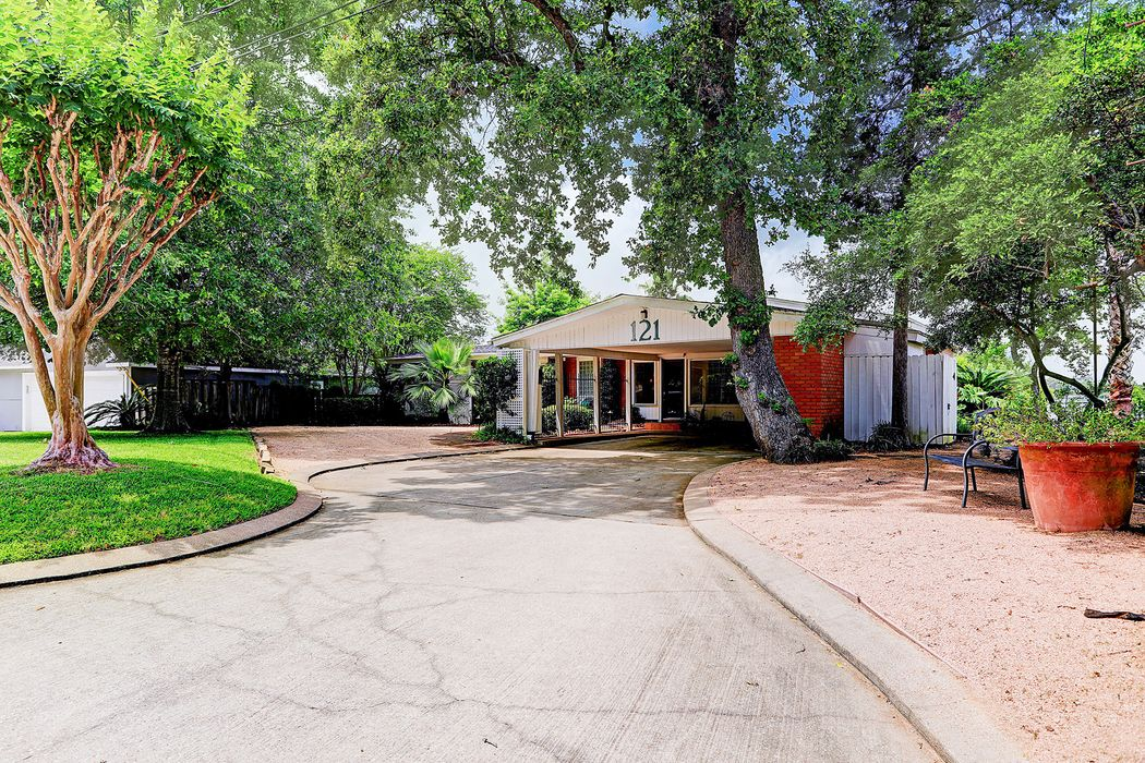 121 Cedar Lane Seabrook, TX 77586