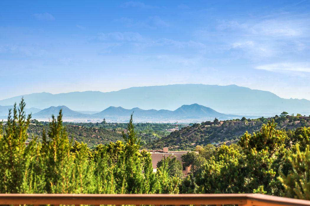 1012 Sierra Del Norte Santa Fe, NM 87501