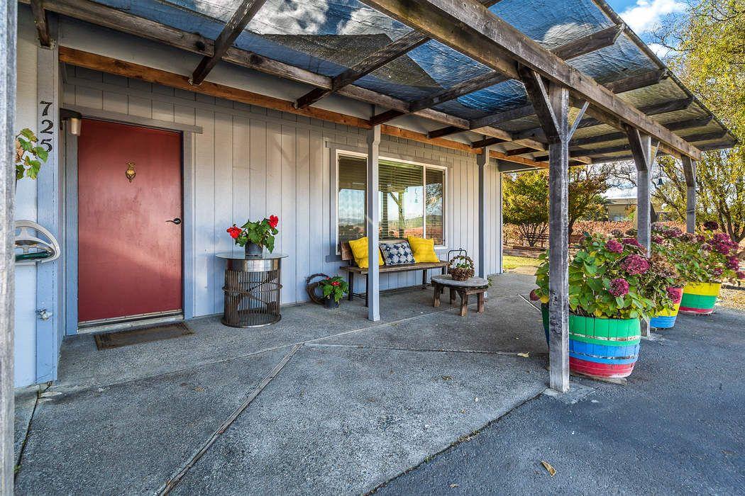 725-735 Lytton Station Rd Geyserville, CA 95441