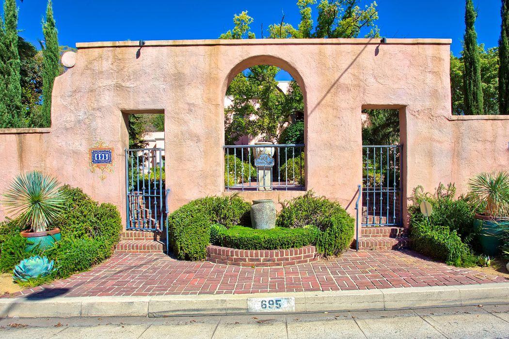 695 Columbia Street Pasadena, CA 91105