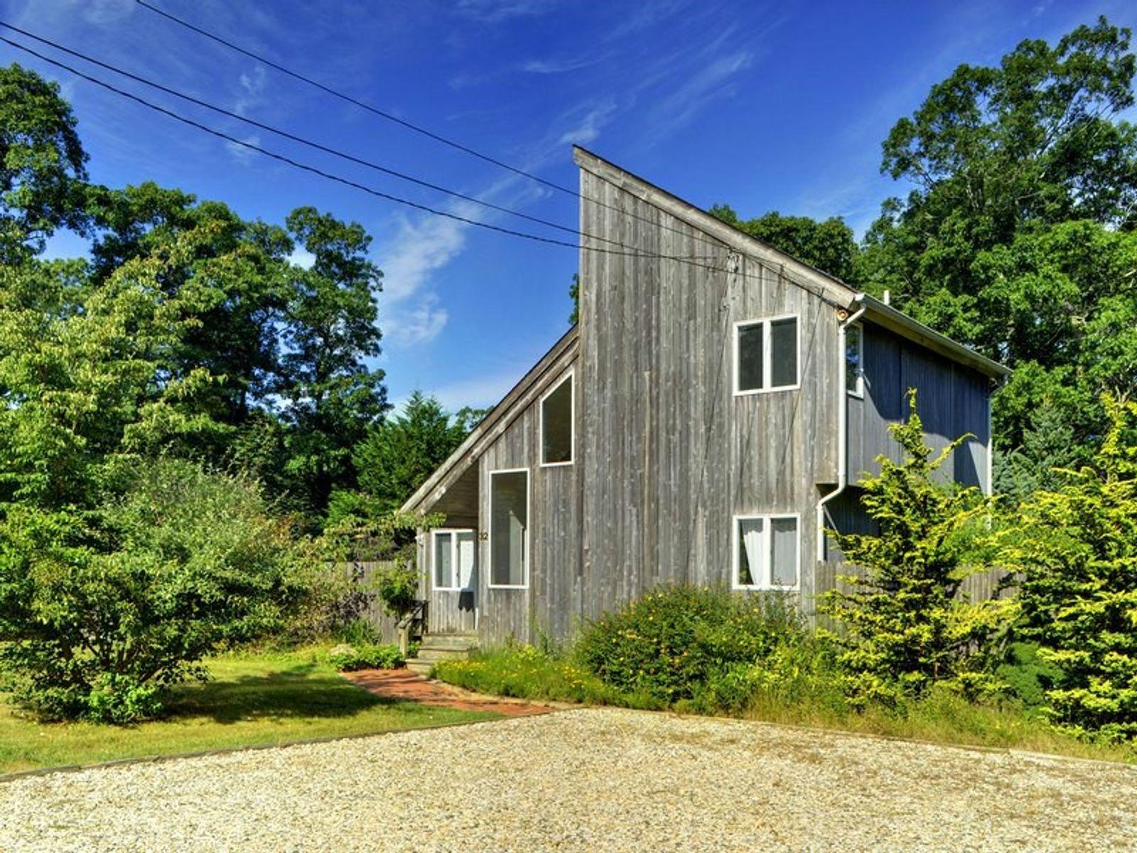 Modern saltbox east hampton ny single family home for Homes for sale east hampton ny