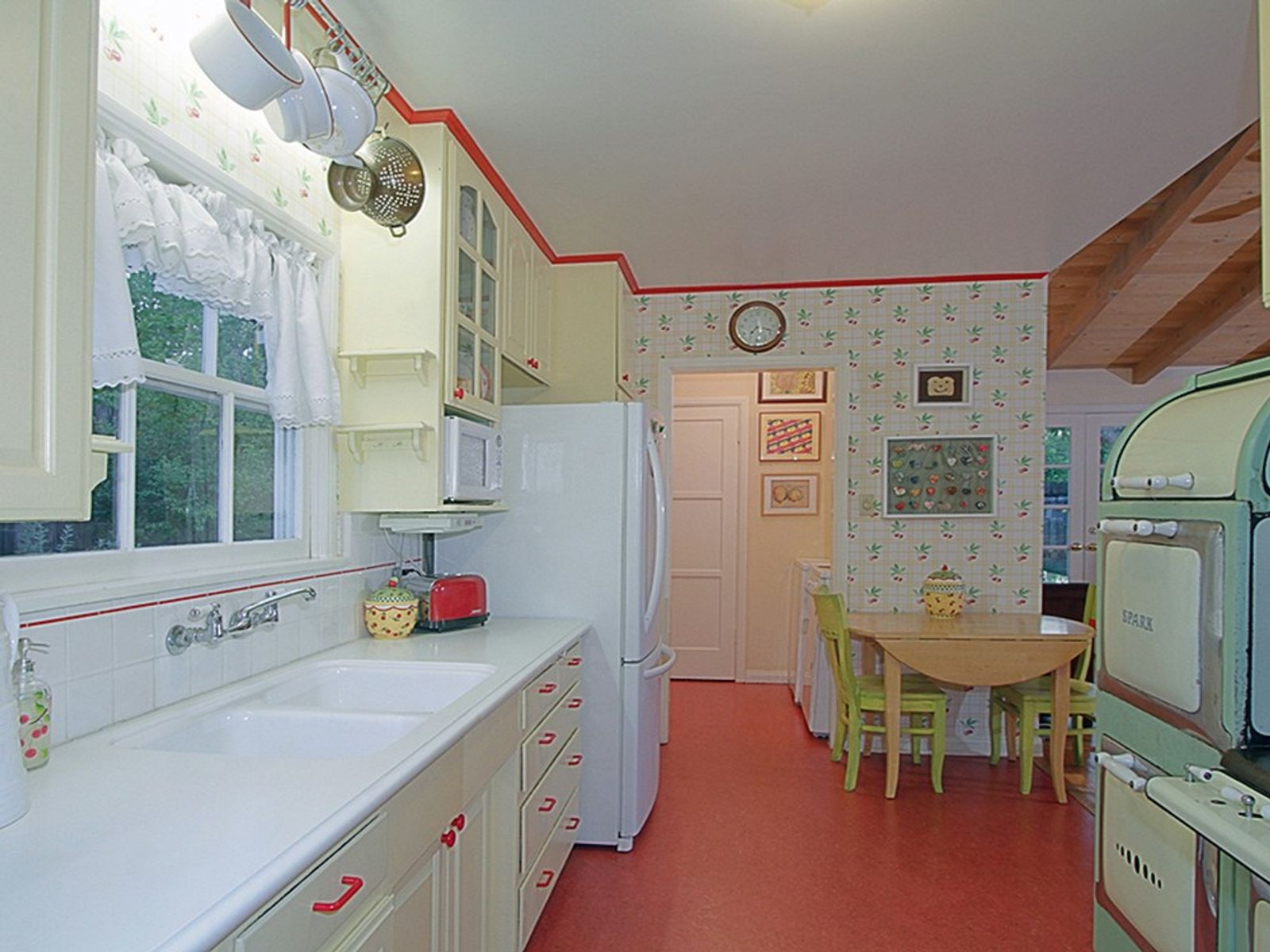 Charming La Canada Cottage