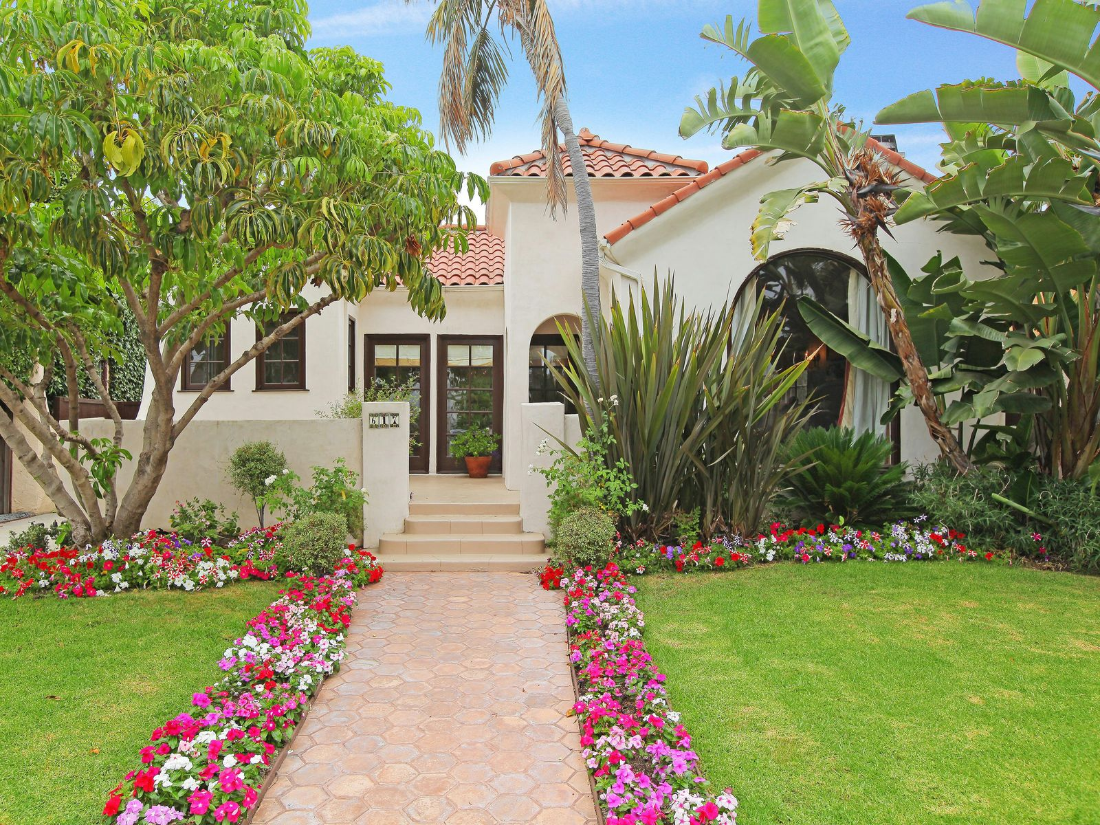 Fantastic Updated Spanish Awaits You, Los Angeles CA Single Family Home - Los Angeles Real Estate