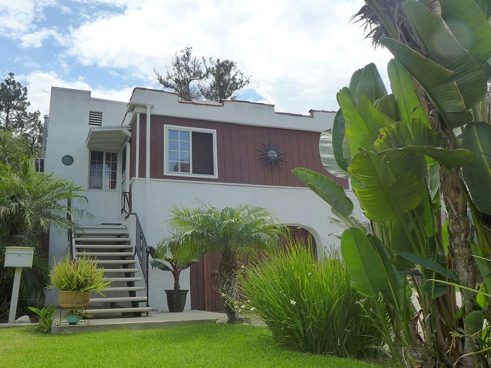 Lovely Spanish/Traditional Home, Los Angeles CA Single Family Home - Los Angeles Real Estate