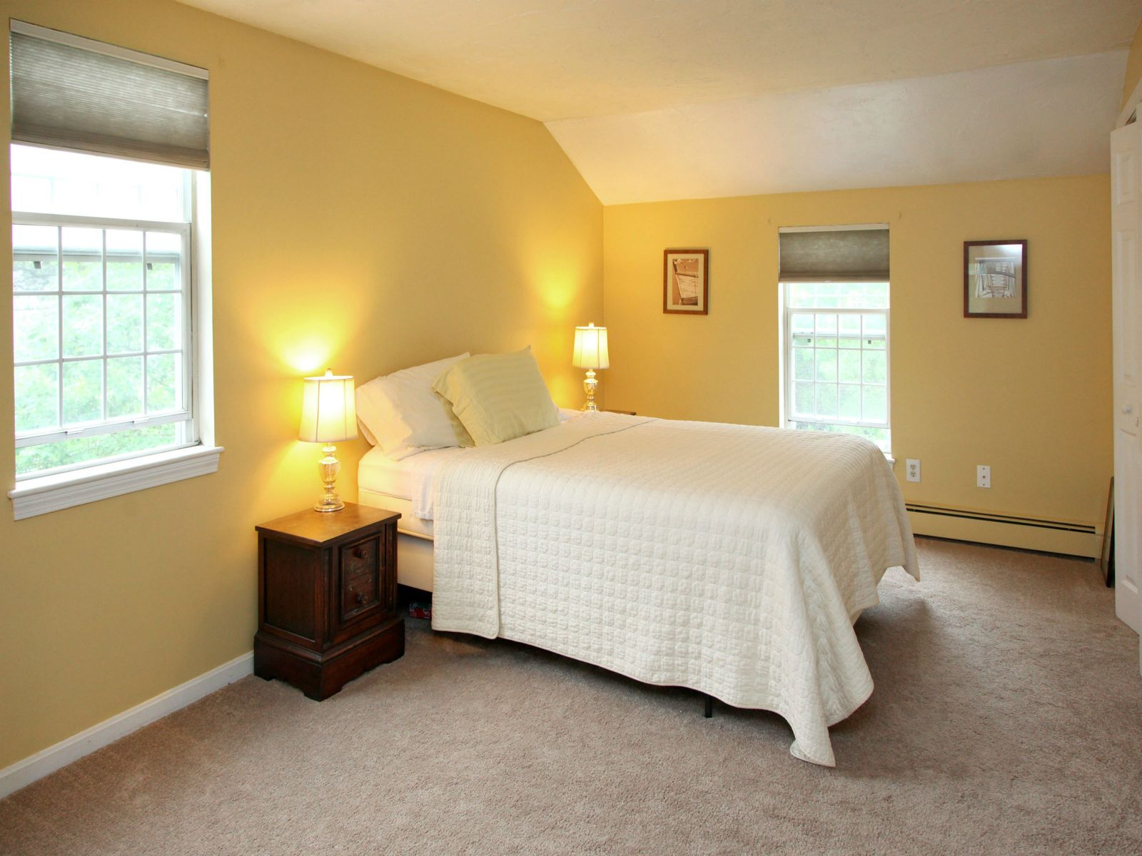 Adorable Colonial in Nice Location