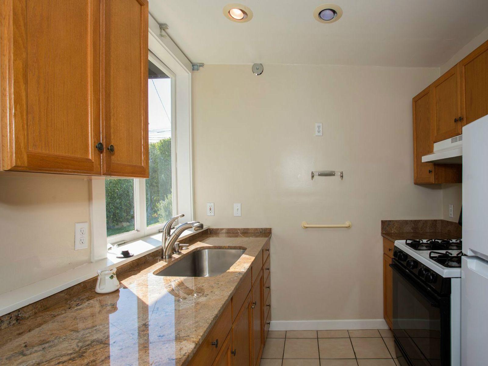 Guest Studio Kitchen