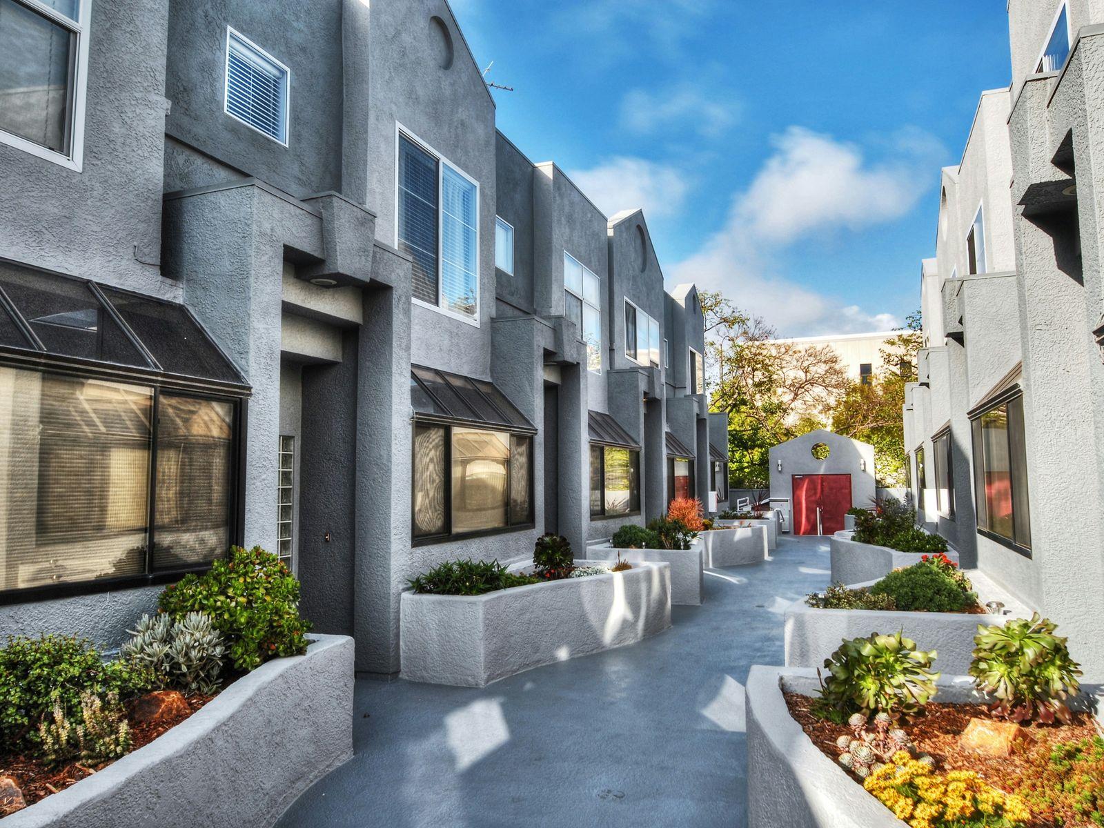 Gorgeous Santa Monica Townhouse
