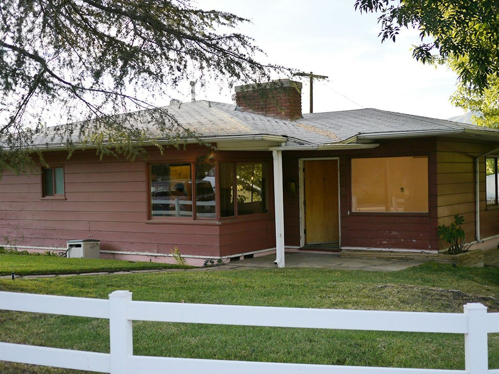 Mid-Century Ranch Fixer with Views