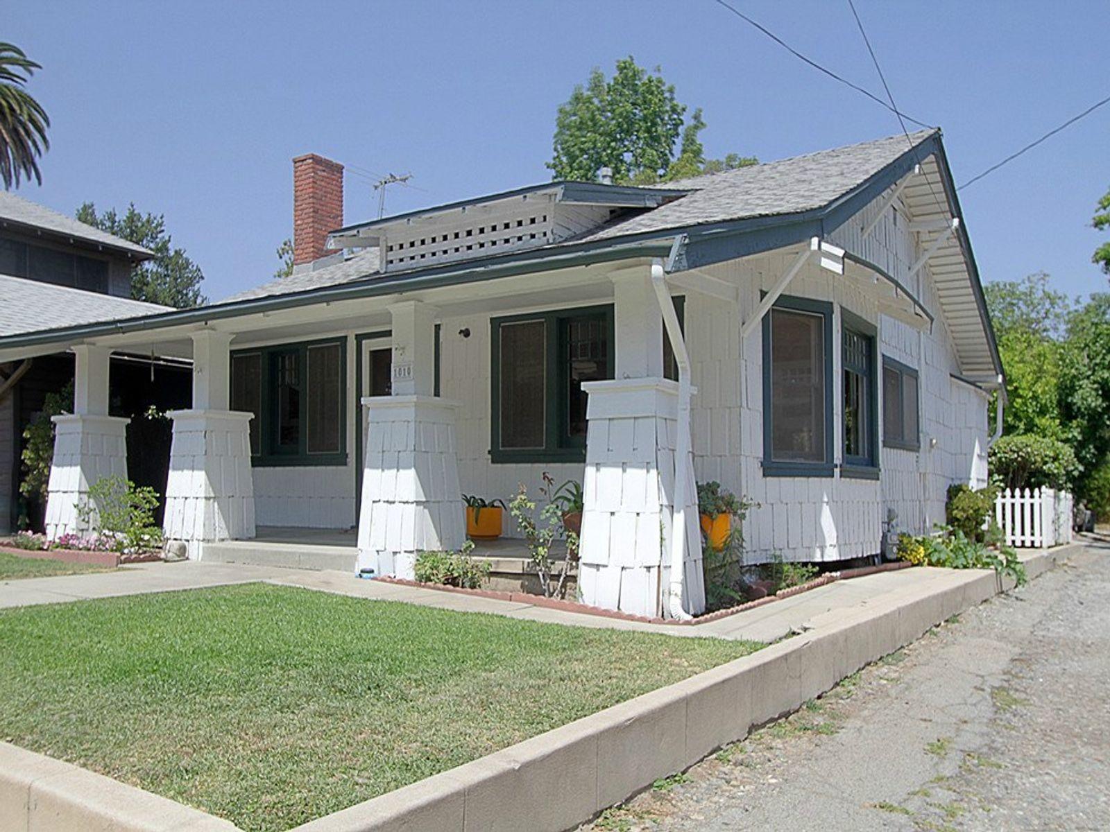 Cottage-Style Craftsman