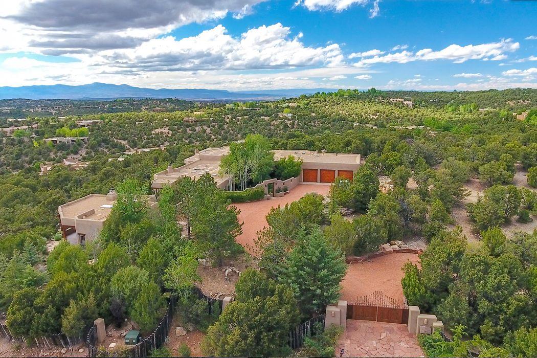 1113 Piedras Rojas Santa Fe, NM 87501