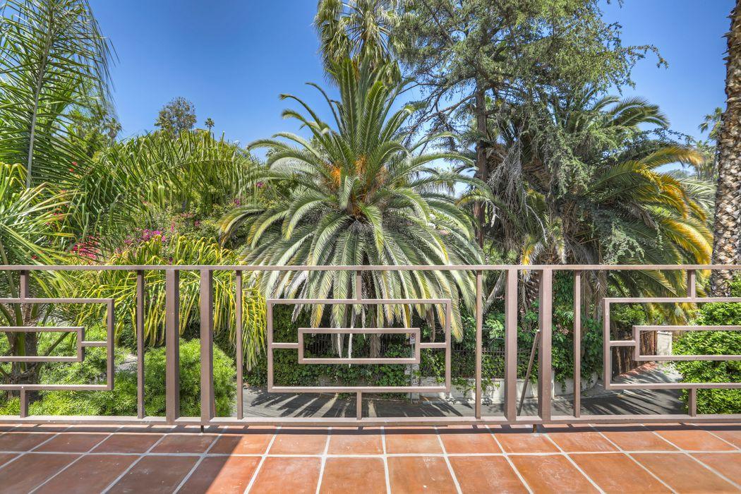 2145 Hollyridge Loop Los Angeles, CA 90068