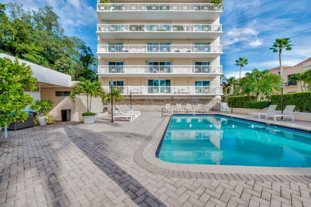 250 Bradley Pl Palm Beach, FL 33480
