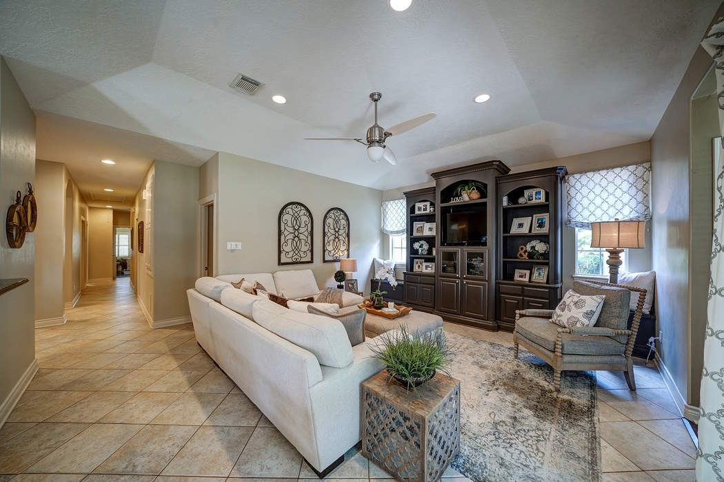 904 Pine Hollow Drive Friendswood, TX 77546